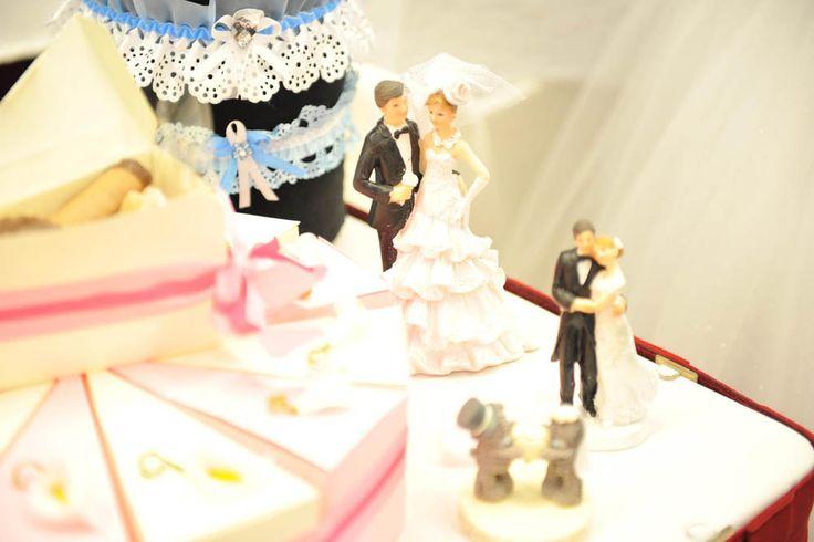 Ženich s nevěstou. :)  Drobný doplněk jako dekorace na svatební stůl. Neměl by chybět jako obrázek v pinterest galerii na vašem webu. Kontaktujte nás na www.nifos.cz