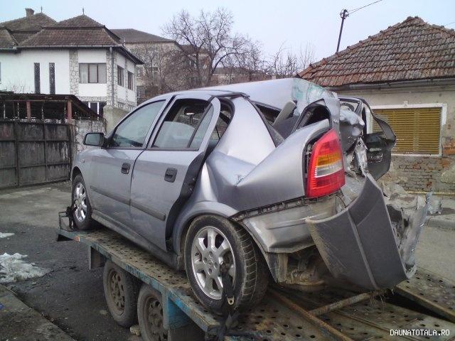 Opel Astra avariat de vanzare