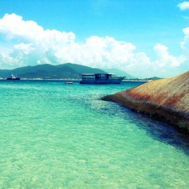 A praia do Campeche situa-se na localidade de mesmo nome, em Florianópolis (SC), entre a famosa praia da Joaquina e a praia do Morro das Pedras. Visite! Foto: @enautoabrasil