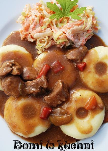 Kluski śląskie z sosem gulaszowym