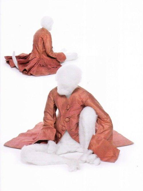 Outfit for a monkey, French, eighteenth century, silk taffeta - Musée de la mode et du Textile, Paris