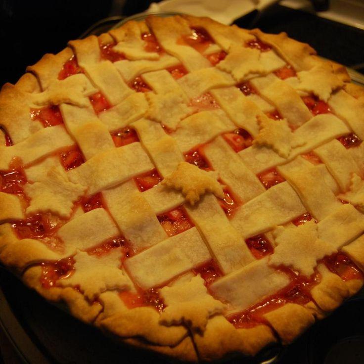 Award Winning Strawberry Rhubarb Pie