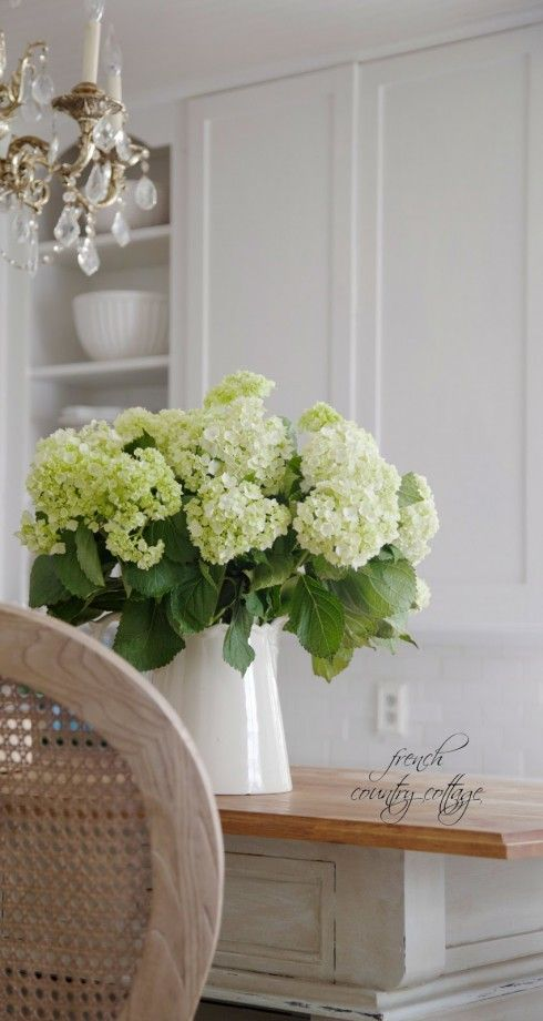 Big blooms, such as hydrangeas, lilies and peonies, are statement makers.  While I love little tiny spray roses and the like as much as anyone else, you should go for the big blooms if you want to make the most impact. Just three to five stems of hydrangeas will fill a vase and they can often be found for a low price per bunch.
