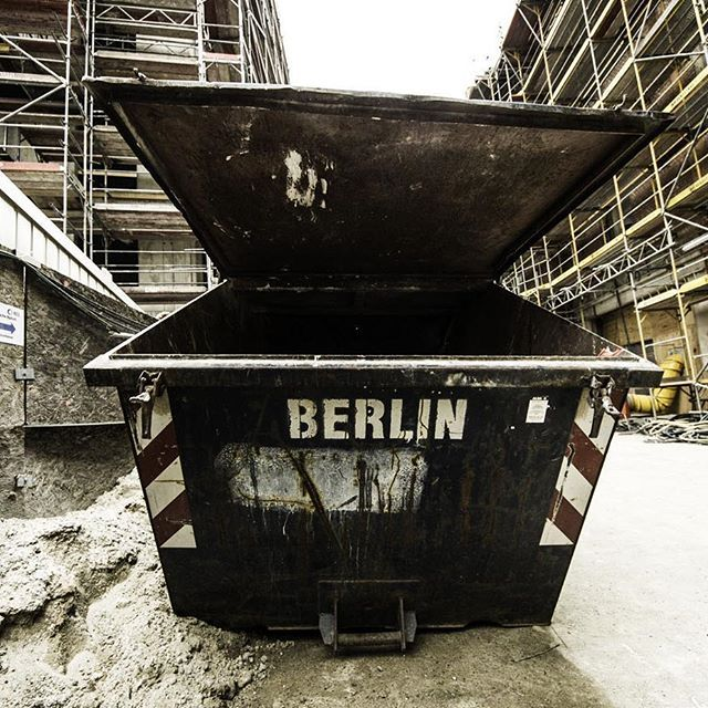 Cheap symbolism anyone? Taken at the construction site of the #opera that's supposed to re-open this fall.  #berlin #instaberlin #berlintensiv #visit_berlin #onlyinberlin #iloveberlin #berlinlove #diestadtberlin #unterwegsinberlin #travel #travelgram #instatravel #berlinsta #wanderlust #berlinonbike #fahrradstadt #radtour #staatsoper #trash #container #architecture #construction