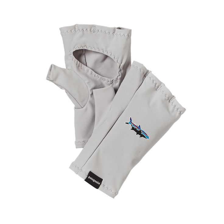 The Patagonia Sun Gloves are the ideal fishing glove for fresh or salt water, offering the protection you need with 30-UPF sun protection.