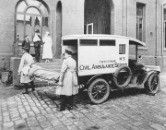 Ambulance in the Casualty Courtyard of at St Vincent Hospital in Melbourne,Victoria in 1925.