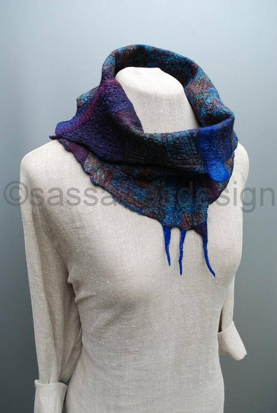 Outstanding, hand felted collar/cowl, made from hand dyed merino wool and lovely silk fabrics, soft and cosy, reversible and easy to arrange in different ways. The main colors are dark purple and dark teal, the texture of this cowl is just stunning! Measurements: length