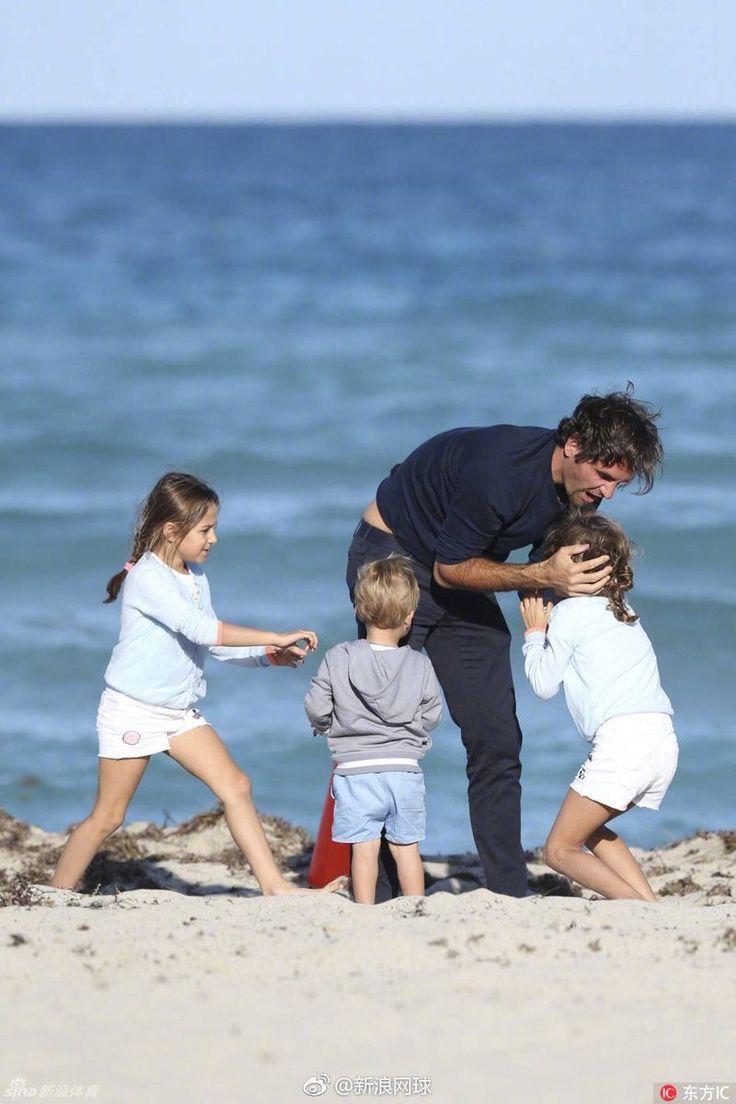 Primo giorno di relax a Miami Beach per Roger e la sua famiglia