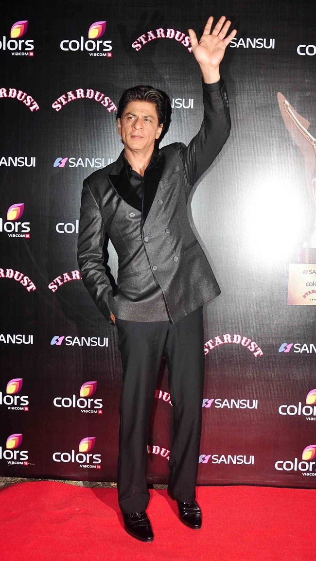 Shah Rukh Khan on the red carpet at the Stardust Awards 2014. #Bollywood #Fashion #Style #Handsome
