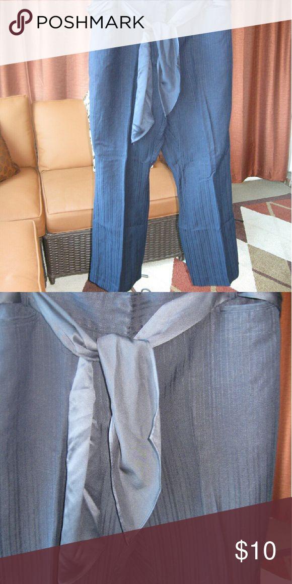 "Emma James linen crops Emma James Woman"" size 16W,crop pants, navy blue ribbed fabric, 29""leg seam,matching sash belt.55%linen,45%rayon. washable. Emma James Pants Ankle & Cropped"