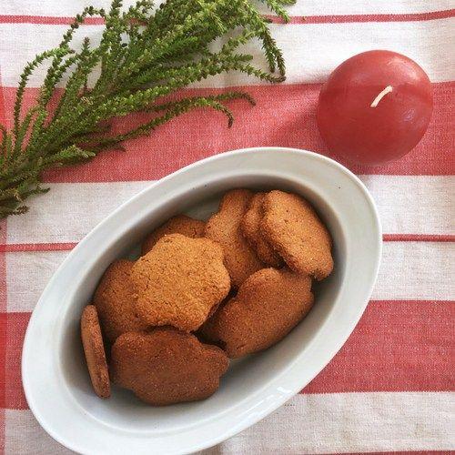 Exquisitas galletas navideñas de jengibre y miel! Que no falten en tu hogar esta Navidad. Mira la receta completa.
