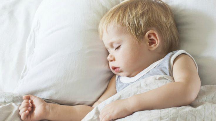 Viele Eltern kennen das Problem, dass das Kind nicht einschlafen will. Kinderpsychologe Brett Kuhn sorgt dafür, dass Dein Kind gut einschlafen kann.