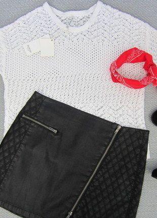 Precioso jersey de punto crochet en color blanco, cuello redondo, manga 3/4 ligeramente ancha. Es un poco más largo en la espalda. Genial para entretiempo, un básico en tu armario ! #Stadivarius #Cortefiel #Zara #Massimodutti #Uterque #Sfera #Bershka #Pull&bear #Blanco #Mango #Pimkie #Primark #Shana #Lefties  Compra mi artículo en #vinted http://www.vinted.es/ropa-de-mujer/jerseys-de-punto/446466-jersey-crochet-blanco-oversize-stradivarius