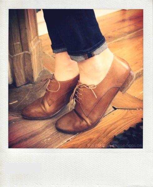 Cet automne, pour celles qui veulent allier confort et élégance, voici 15 idées de looks avec chaussures plates.- Page 2 sur 15