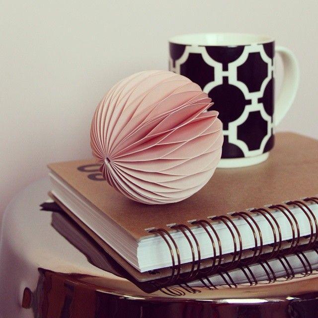 Ostatnio ulubione :) Dobrego popołudnia! #mug #calendar #honeycomb #empik #pink #blackandwhite #homeoffice