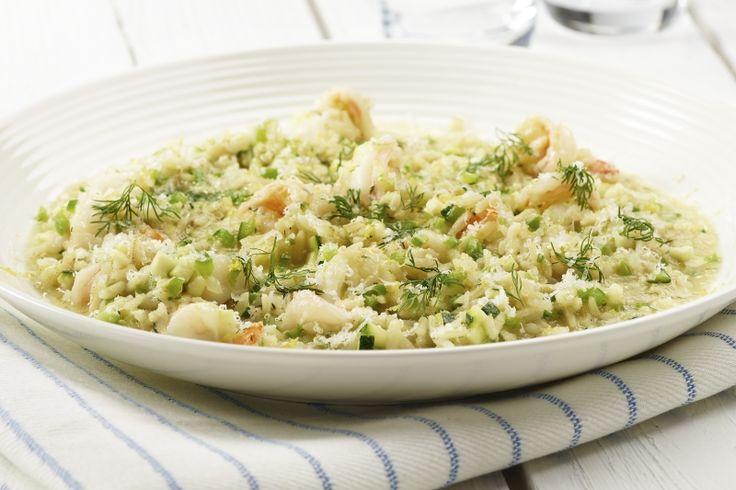 Fullkornsrisotto med scampi og squash. Lubne scampi og sprø biter av squash og paprika gir en smaksrik risotto med inspirasjon fra Italia. 215 g. grønnsaker og 620 kcal pr. porsjon (voksen).
