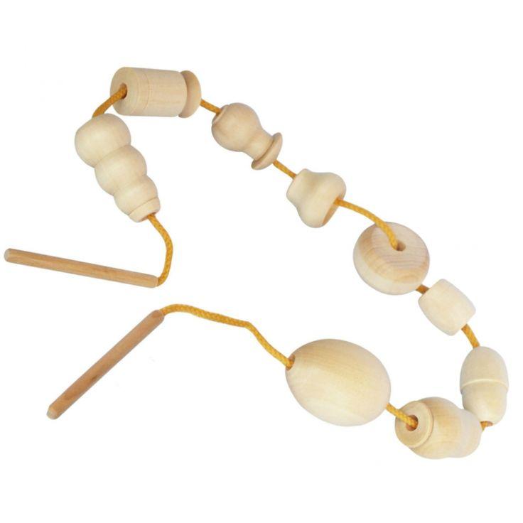 Бусы-шнуровка неокрашенная  Крупные деревянные бусы точеные и гладкие.  Бусы изготовлены таким образом чтобы форма каждой бусины понятна маленькому ребенку и может быть легко названа: яйцо, грибок, матрешка, чугунок, желудь, снеговик, бочонок, гирька, колесо.  Нанизывать такие бусинки на шнурок - увлекательное занятие. Ребенок на ощупь знакомится с величиной, формой фигурок, и при этом развивает внимание, тактильную память и мелкую моторику.   9 деталей размером около 5 см. Можно самим…
