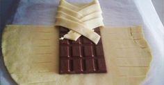 Einfach eine Tafel Schokolade in einen Blätterteig wickeln.