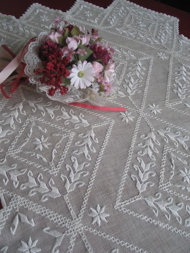 Vintage Hardanger Lace Embroidered Linen Tablecloth Tablecenter Centerpiece