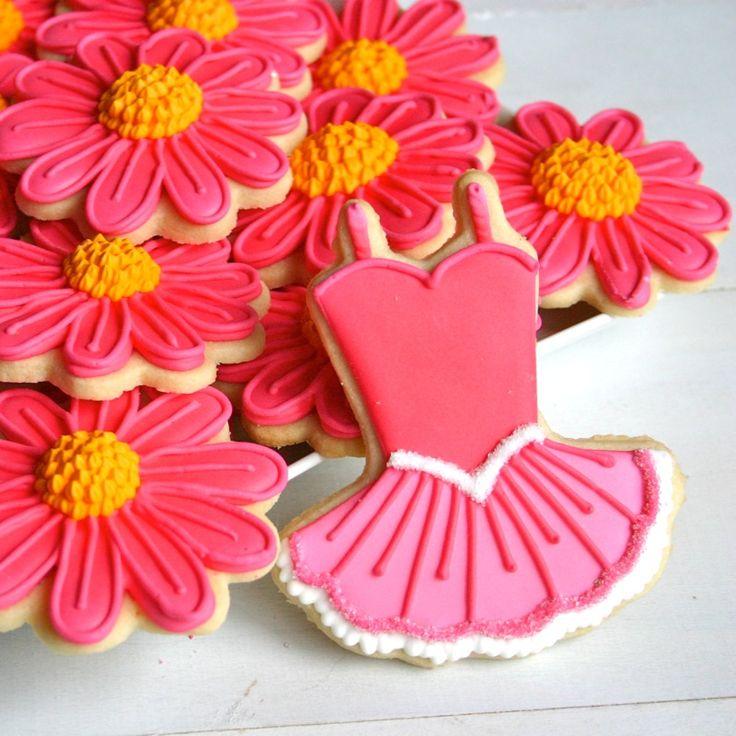 Too Cute! http://jesicakes.blogspot.com/2012/03/decorating-tutorial-tutus-and-flowers.html