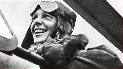 """Мара Кана Где-то моя любовь... """"Сложно признаться себе в этом промахе, Выдохнув сердце на лёд. Вырваны запонки, запахи сломаны, Вывихи - мёртвой петлёй"""" На фото знаменитая авиаторка Амелия Эрхарт Авторка снимка неизвестна"""