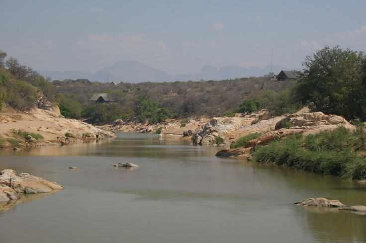 Lissataba is located on the Olifants river. The lucky few there, have houses overlooking the river.