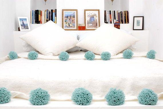 Tapis de l ve couverture pom pom de laine marocaine linge for Linge de maison casablanca