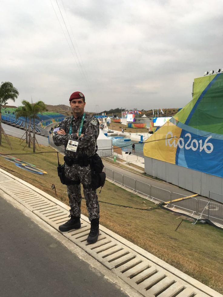 Policiais de Botucatu integram a Força Nacional de Segurança nas Olimpíadas -     A Polícia Militar de Botucatu está marcando presença nos Jogos Olímpicos do Rio 2016. No total são 6 alunos da escola de Sargento da Polícia Militar que estão como voluntários durante a realização da competição.    São eles: Al Sgt PM Morais de Policia Militar de Botucatu e Al Sgt - http://acontecebotucatu.com.br/policia/policiais-de-botucatu-integram-forca-nacional