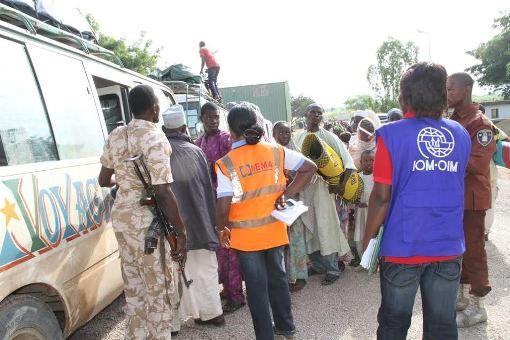 Photos: 29, 581 displaced Nigerians return from neighbouring countries - http://www.thelivefeeds.com/photos-29-581-displaced-nigerians-return-from-neighbouring-countries/