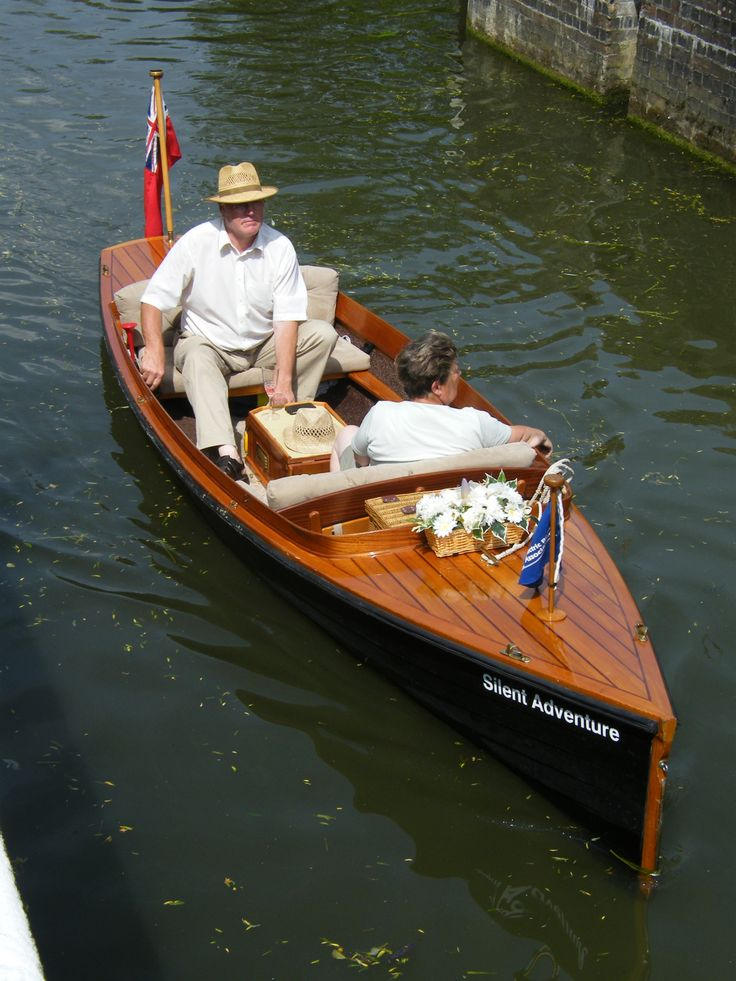 """Jolly Boating Weather"" - Locking out upstream of Henley-on-Thames, battery driven!"
