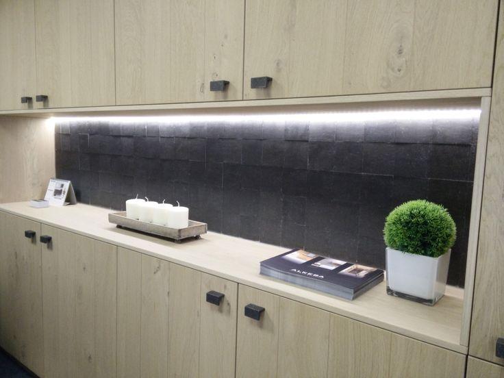Use the Pure Tiles for a unique kitchen splash wall! / Gebruik de Pure Tiles voor een unieke spatwand.
