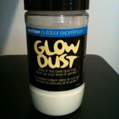 Glow in the dark dust that lights up your lawn and garden. Just sprinkle on grass, shrubs, railings, etc. Non-toxic and fun! Great for halloween!
