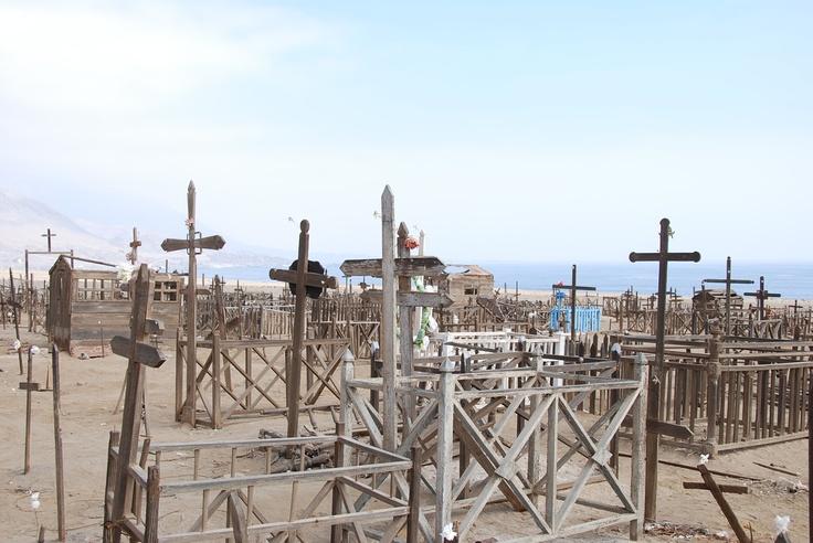 Cementerio abandonado en el desierto al norte de Antofagasta