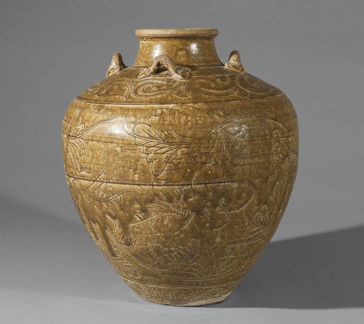 A Vietnamese olive-green-glazed jar, 16th century