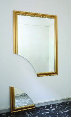 Michelangelo Pistoletto, «Broken mirror». Sotto: Luca Patella, «MUT/TUM»