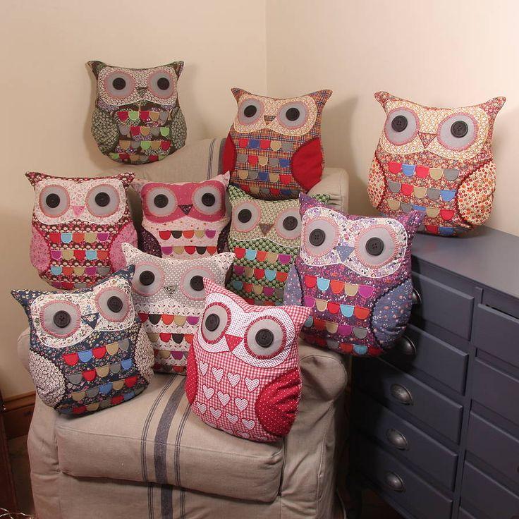 Fabulous owl cushions. I love owls..:)
