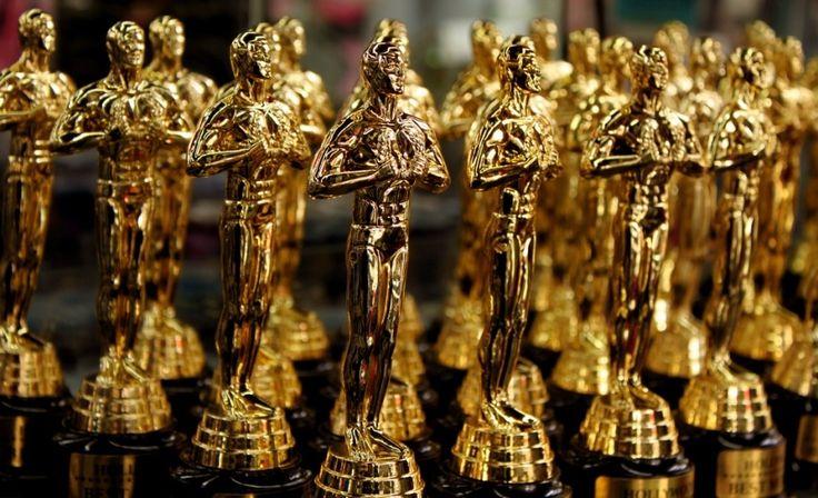 Лучшей кинолентой года признан фильм «Лунный свет» http://kleinburd.ru/news/luchshej-kinolentoj-goda-priznan-film-lunnyj-svet/  Оскароносным фильмом 2017 года стала драма «Лунный свет». Отметим, что в категории «Лучший фильм года» были представлены «Прибытие», «Лев», «По соображениям совести», «Скрытые фигуры», «Ла-ла ленд», «Ограды» и «Манчестер уморя». Ведущие 89-ой церемонии вручения наград киноакадемии США изначально назвали «Ла-ла ленд», как лучший фильм года. Однако, когда актеры и…