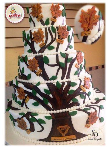 Por esos grandes detalles, que se convierten en grandiosos momentos. Cafín les presenta este pastel diseñado con fondant árbol genealógico.