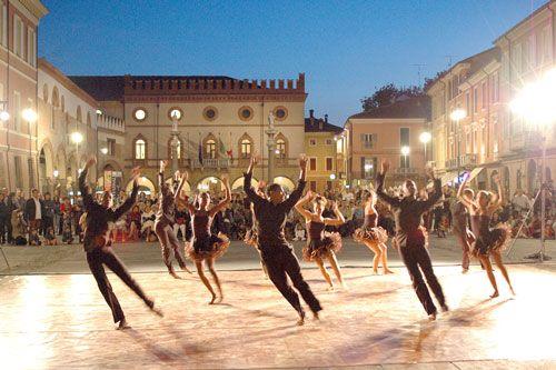 Ravenna Bella di Sera - Ballo in piazza del Popolo