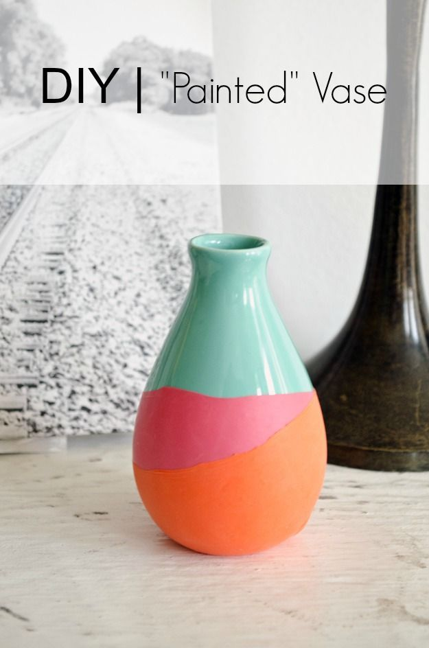 "DIY ""Painted"" Vase. See how to paint a vase without paint ! #happinessiscreating"