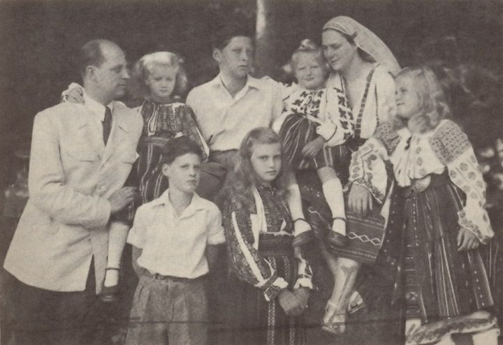 Ileana and Anton with all their children.  Back (L-R):  Anton, Archduchess Maria Magdalena, Archduke Stefan, Archduchess Elisabeth, and Ileana.  Front (L-R):  Ardchduke Dominic, Archduchess Alexandra, and Archduchess Maria Ileana.  Ileana and the girls are in Romanian national dress.