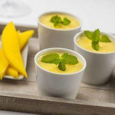 Panna cotta passion au coulis mangue et vanille