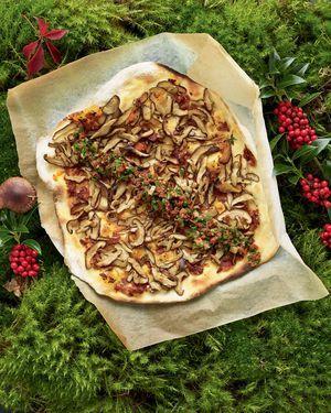 Pizza mit Shiitakepilzen und Tomatenconfit