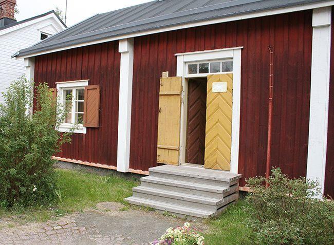 Talo tunnetaan myös nimellä Matilan talo. Nimi viittaa talon pitkäaikaiseen omistajaan, merimies Isak Matilaiseen (1838-1898). Jäätyään leskeksi Greta Matilainen (1847-1910) piti talossa maitokauppaa.  Oulu (Finland)