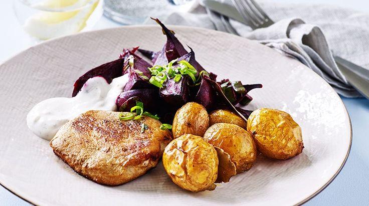 Svinekoteletter med bagte rødbeder og kartofler