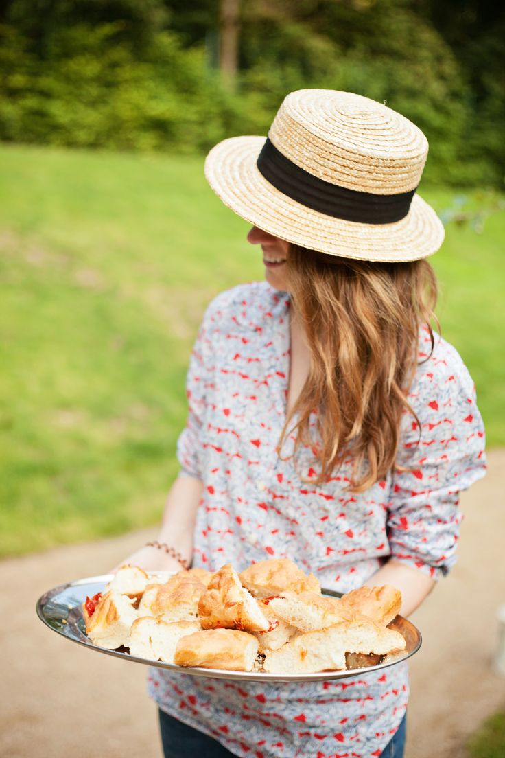 Photo by Nastya Meliskin   Picnic | prague | prague picnics | savoia castle  | picnic food| picnic party | picnic date | picnic vibes | focaccia