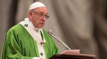"""TEXTO: Homilía del Papa Francisco en la Misa por la I Jornada Mundial de los Pobres 19/11/2017 - 04:39 am .- En la I Jornada Mundial de los Pobres, instituida por el Papa Francisco, el Pontífice presidió una Misa en la que comentó el Evangelio del día y aseguró que """"nos hará bien acercarnos a quien es más pobre que nosotros, tocará nuestra vida. Nos hará bien, nos recordará lo que verdaderamente cuenta: amar a Dios y al prójimo""""."""