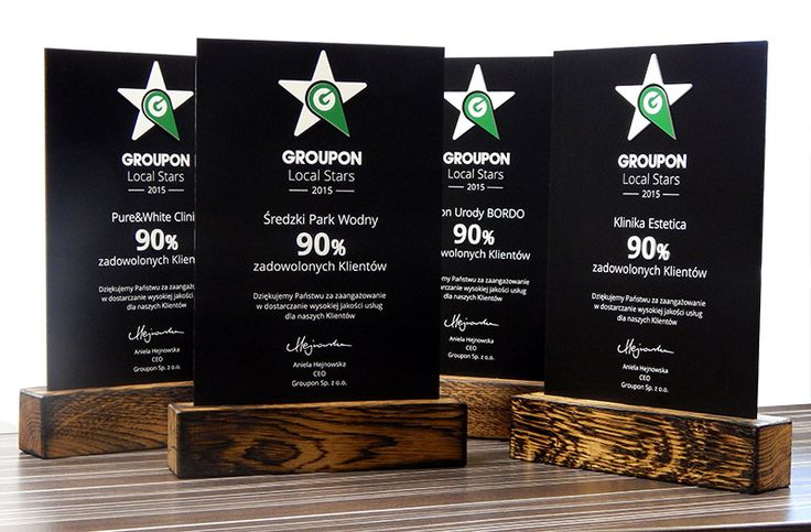Statuettes designed for individual order company Groupon. Statuettes company made of a combination of three different materials: wood antiqued (base) black laminate engraving (plate) black plexiglass (reinforced rear plate) white and green-white laminate engraving (logo digit percentage) Ideal engraver perfectly exposed black laminate, stability statues and aesthetics - contributed to the positive reception of the statuettes by the customer.
