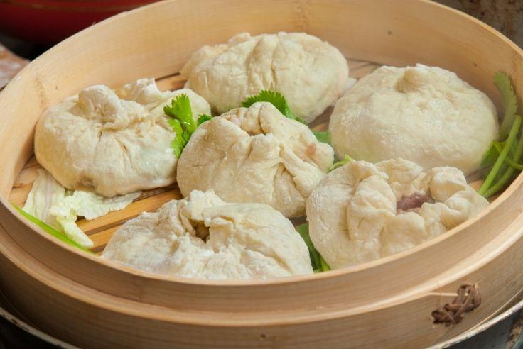 Устали от жареных и тяжелых блюд? Сделайте легкие китайские <br /> пирожки баоцзы! В поднебесной их обожают буквально все, ведь <br /> они очень просты в приготовлении и не потребуют грандиозных <br /> финансовых вложений.