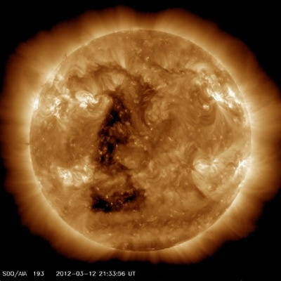 Tache triangulaire géante sur le Soleil, repérée par la NASA – 12 Mars2012
